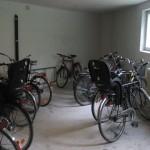 Så här rymligt är det numera i ett av våra cykelförråd.