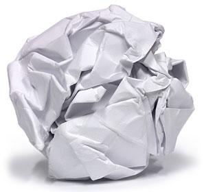 En hopknycklad papperstuss